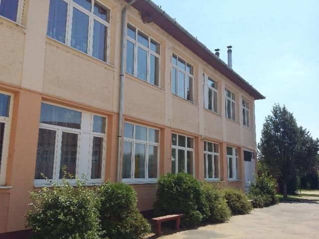 Iskola005